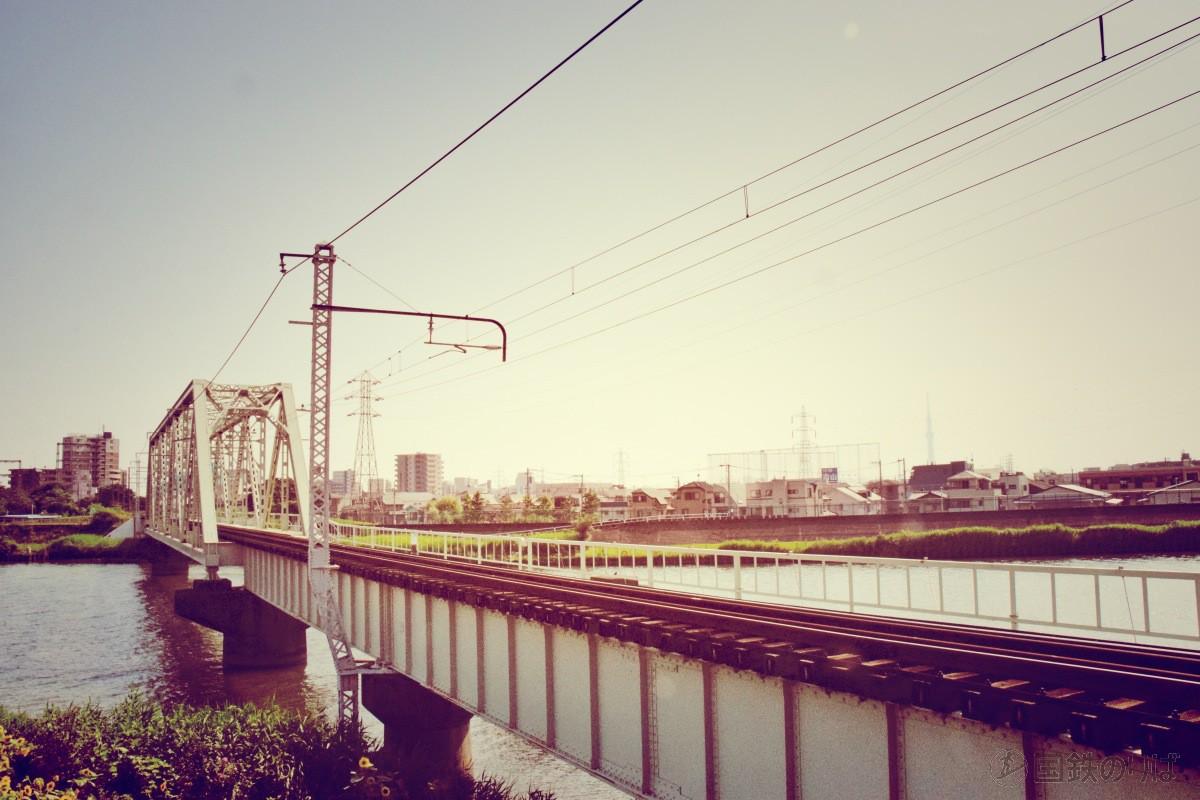 中川放水路橋梁のトラス架線柱