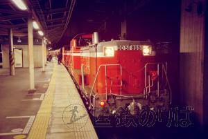 夜の高崎駅に帰ってきたDD51。