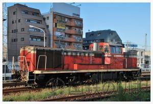 八王子駅構内で入換に従事するDE10-1586