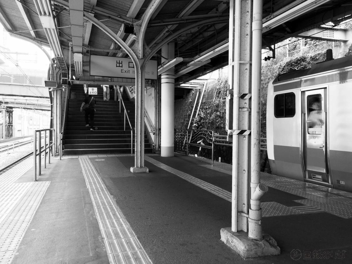 京浜東北線上中里駅の古レール上屋。