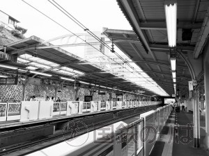 京浜東北線田端駅のホーム上屋。