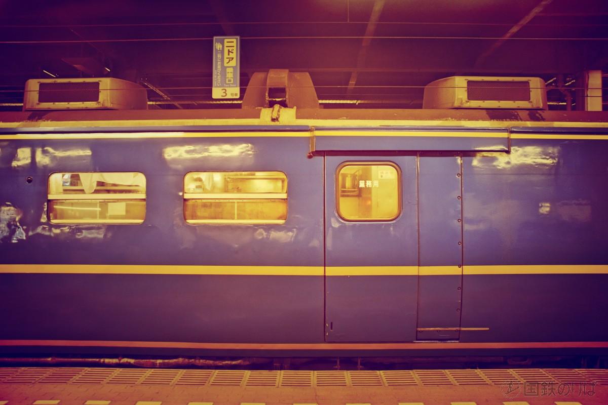スシ24−506の業務用扉。