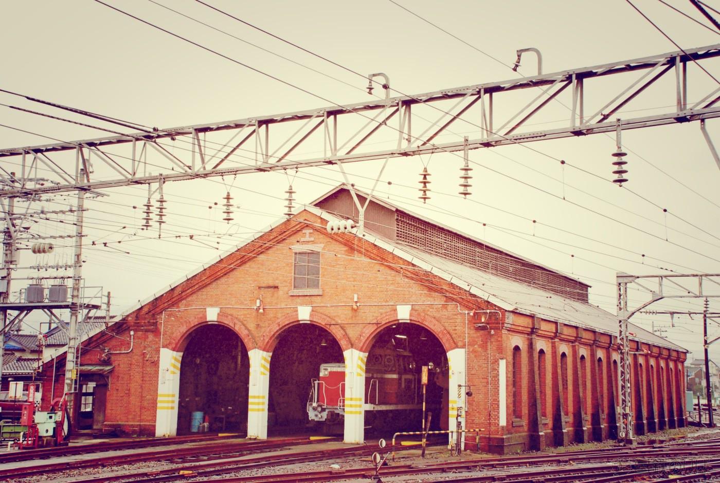 糸魚川駅のシンボルだった「糸魚川駅機関車庫1号」、通称赤レンガ車庫。