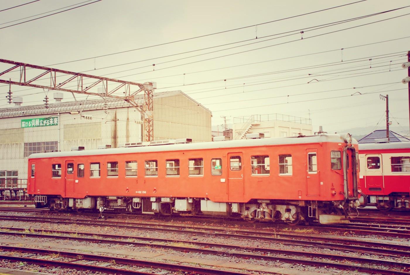 糸魚川駅の留置線に引き上げたキハ52ー156。