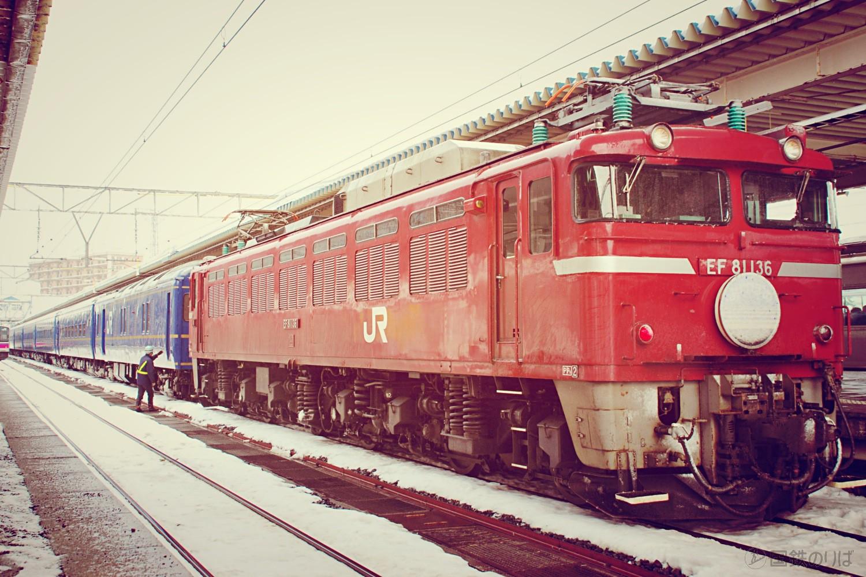 青森駅5番線に到着した臨時あけぼの。