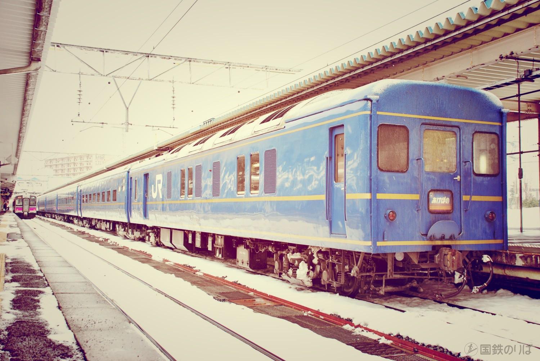 列車は青森駅に到着すると、程なくEF81は切り離される。