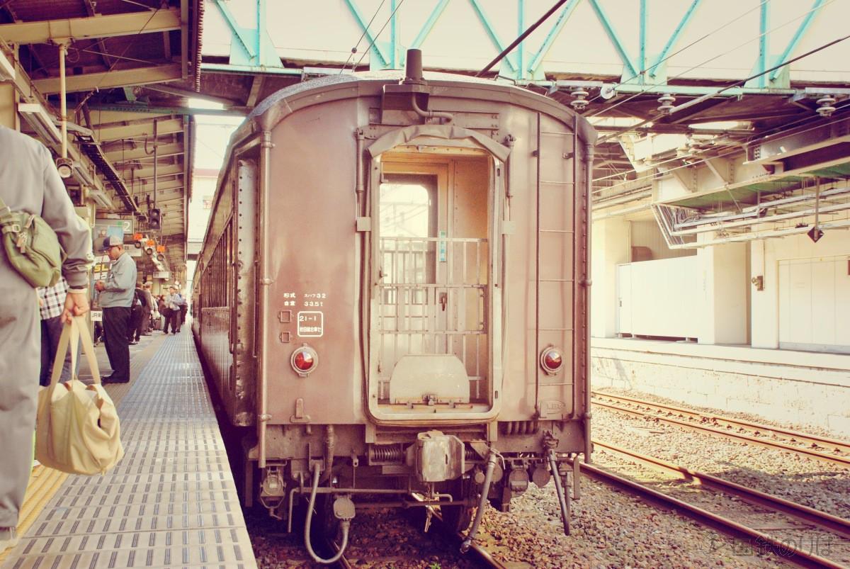 高崎駅に停車中のスハフ32-2357