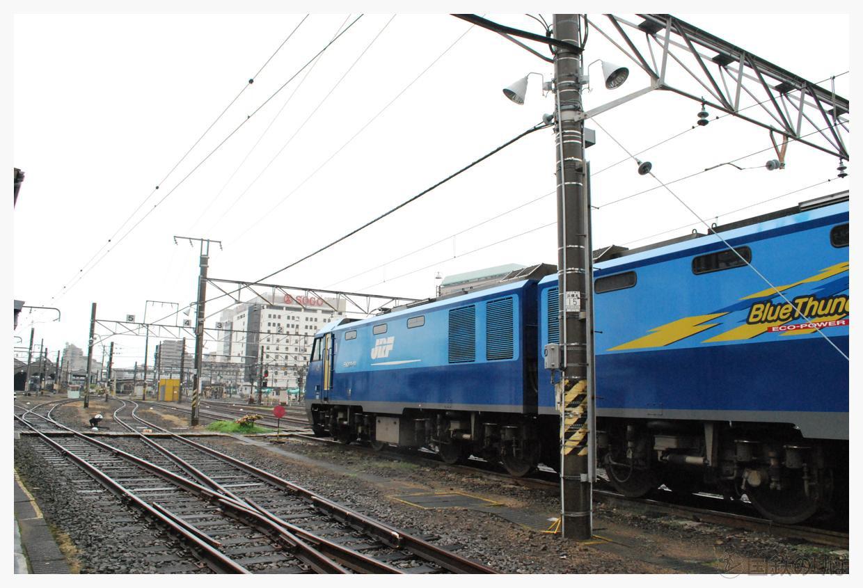 EH200-12が留置中。
