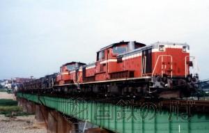堂々たる八高線のDD51重連貨物