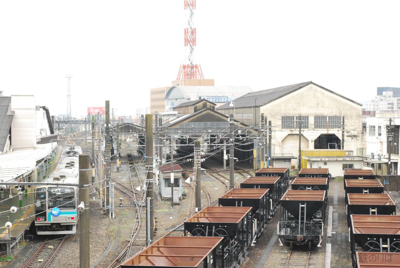 八王子駅から機関区を望む