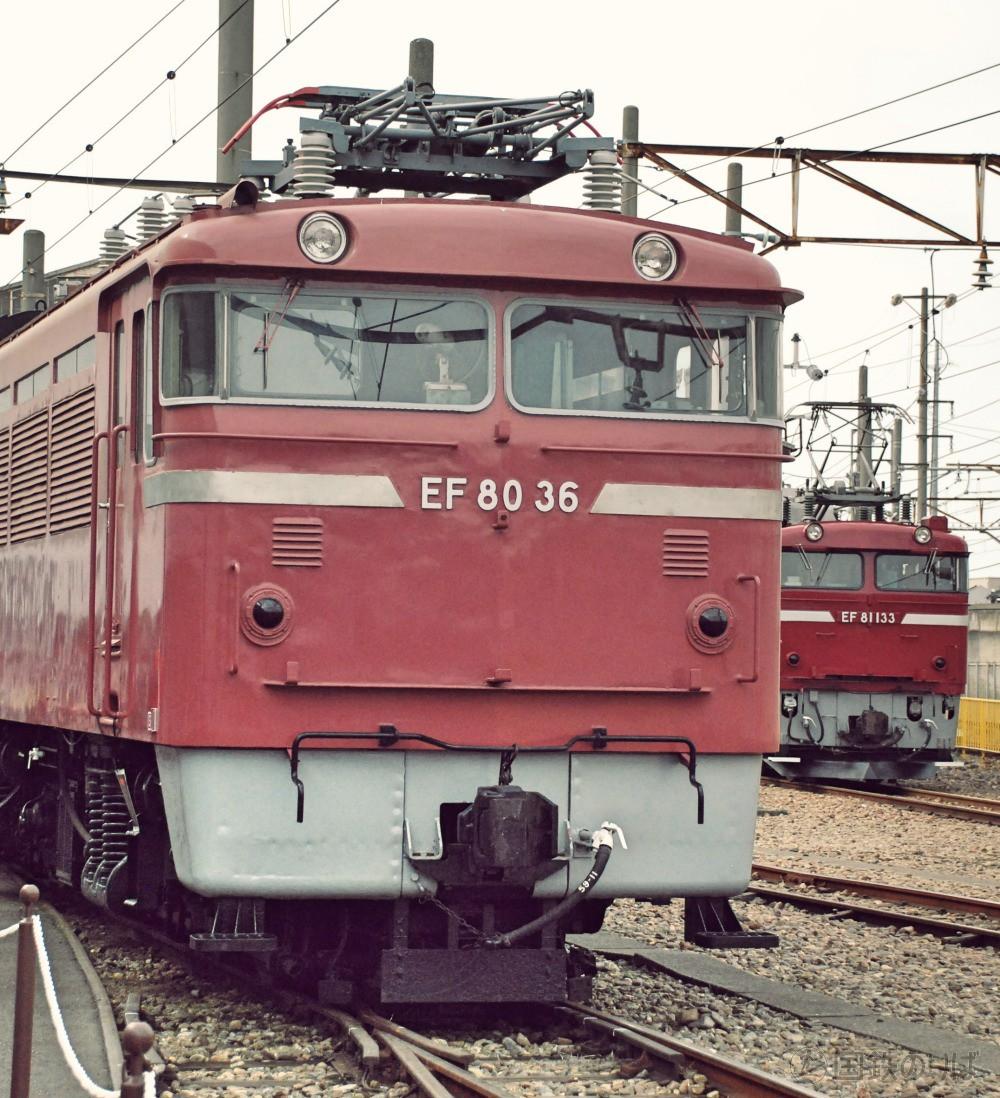 かつての僚友EF81と並ぶEF80-36