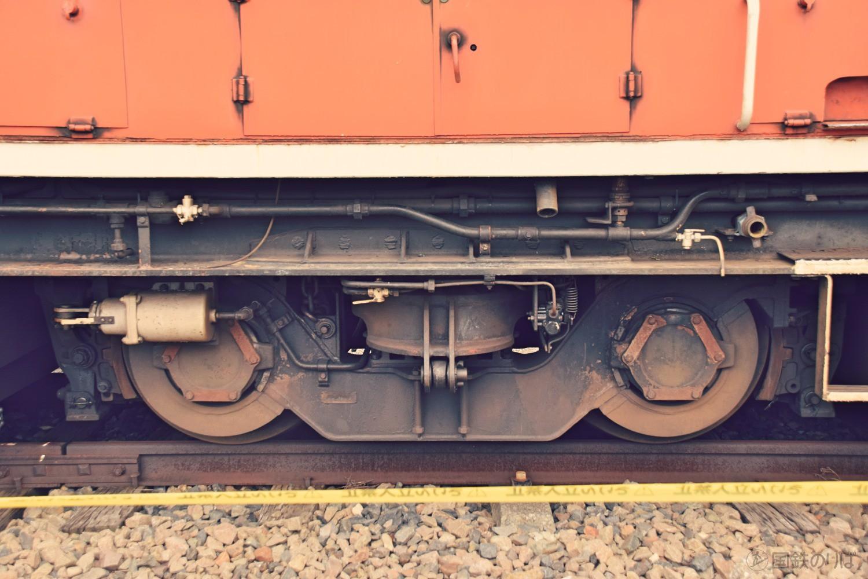 TR106中間台車