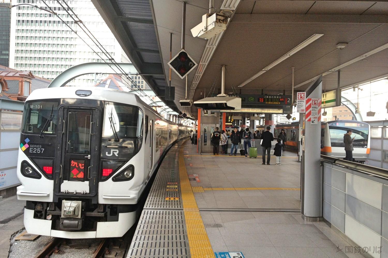 夕方以降4本の中央線特急が東京を始発駅としている。